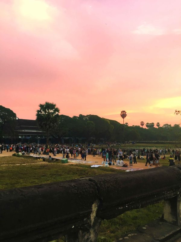 Crowd to watch sunrise at Angkor